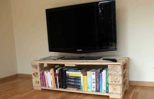 rack feito com caixotes de madeira