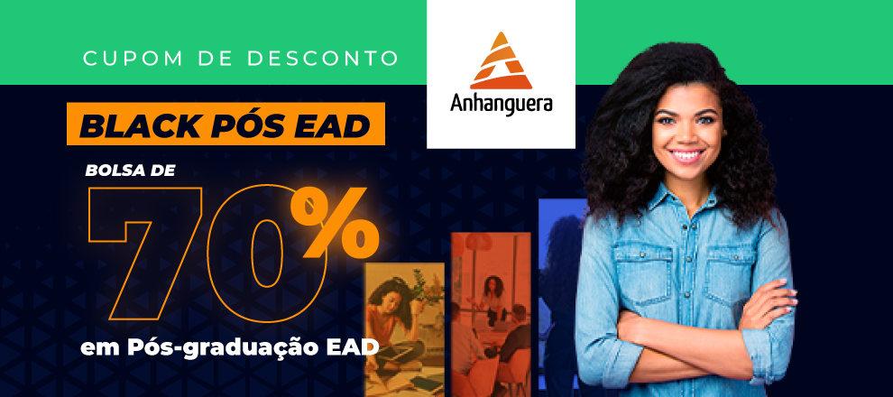 moça ao lado de indicação de bolsa 70% na Anhanguera pós-graduação
