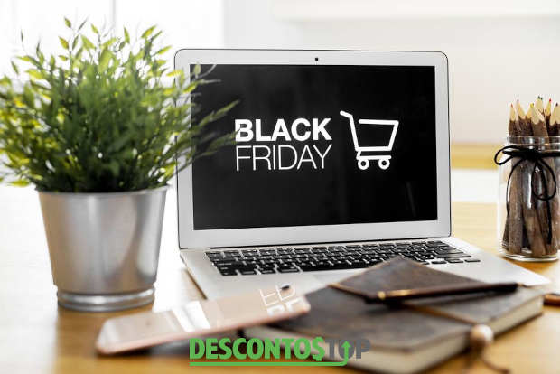 notebook com a tela exibindo black friday e carrinho de compras